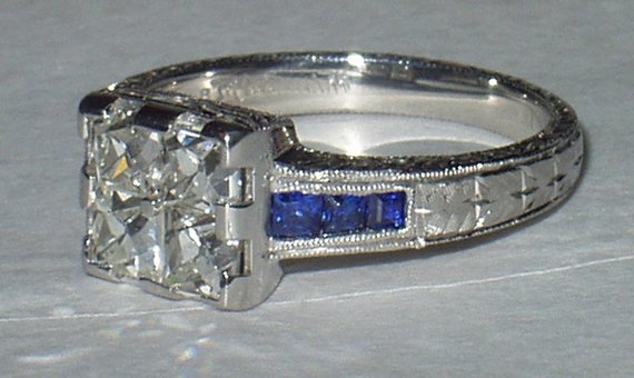 Side view of finished platinum ring